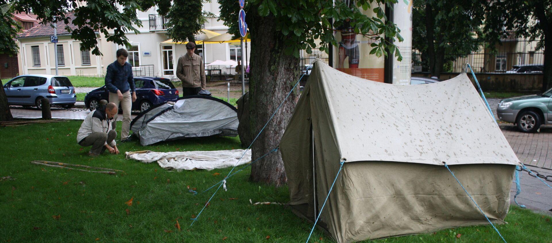 Палатки для голодающих в сквере у президентского дворца - Sputnik Латвия, 1920, 03.03.2021