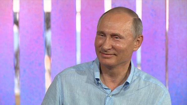 Krievijas prezidents Vladimirs Putins pastāstīja, ka viņa orķestra vadībā galvenais ir godaprāts un mīlestība pret savu darbu. - Sputnik Latvija
