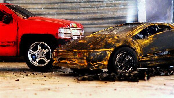 Имитация аварии игрушечными автомобилями - Sputnik Латвия