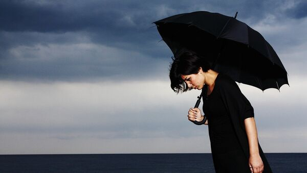 Девушка с зонтом - Sputnik Латвия