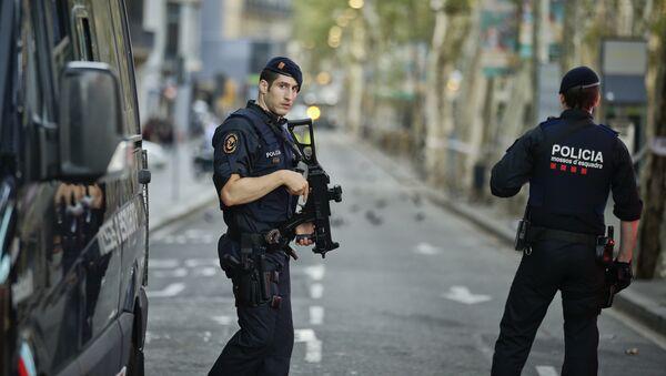 Усиленные патрули на улицах Лас-Рамблас после теракта, Барселона - Sputnik Латвия
