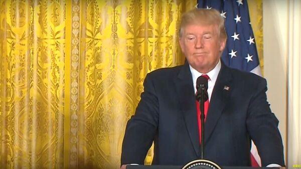 Трамп перепутал двух блондинок на пресс-конференции в Финляндии - Sputnik Latvija