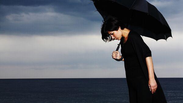 Депрессия, девочка с зонтом - Sputnik Latvija
