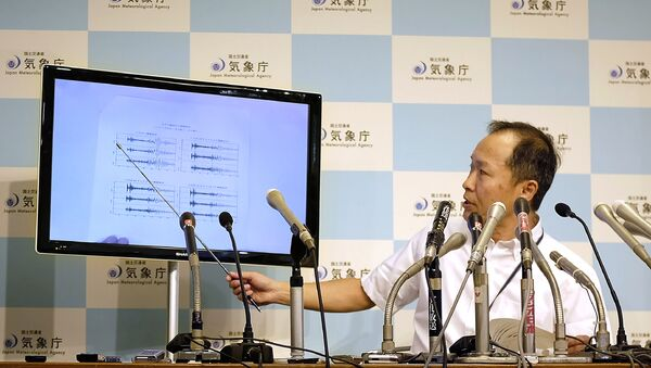 Японский метеоролог во время пресс-конференции в Японском метеорологическом агентстве в Токио. 3 сентября 2017 - Sputnik Latvija