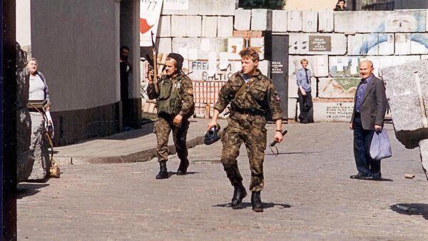 Бойцы рижского ОМОНа на Домской площади в августе 1991 - Sputnik Латвия