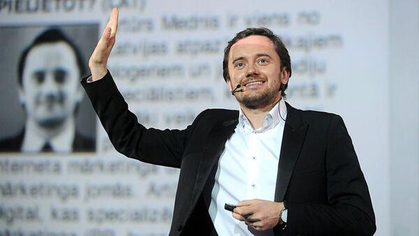 Артур Меднис, специалист по маркетингу и СМИ, эксперт по социальным сетям - Sputnik Латвия