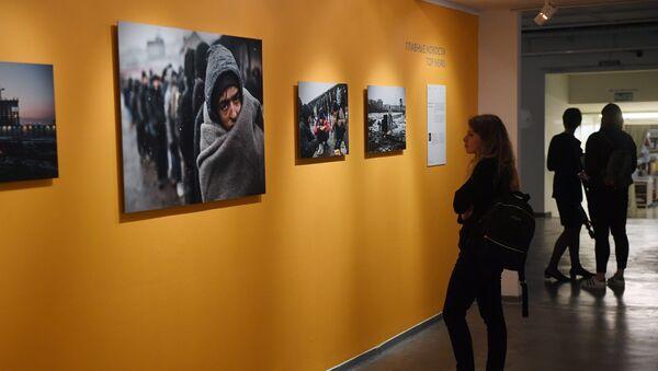 Andreja Steņina Starptautiskā fotožurnālistikas konkursa finālistu darbu izstādē - Sputnik Latvija