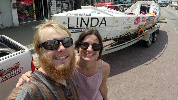Карлис, Линда и лодка Linda в Рио-де-Жанейро - Sputnik Латвия