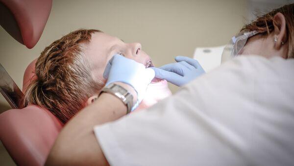 Ребенок у дантиста - Sputnik Латвия