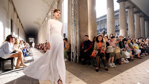 Неделя моды в Милане - Sputnik Латвия