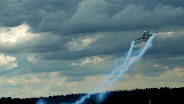 Истребитель F-16 - Sputnik Латвия