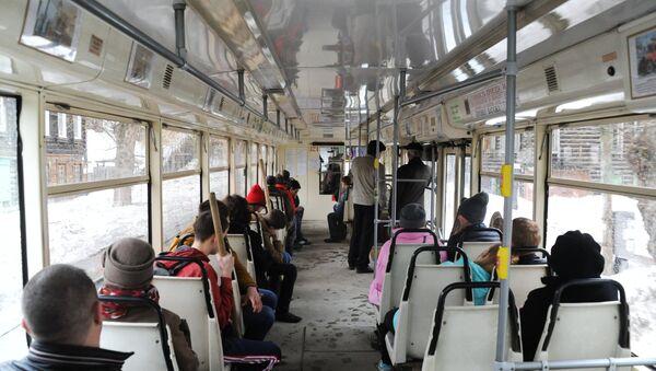 В салоне трамвая, архивное фото - Sputnik Латвия