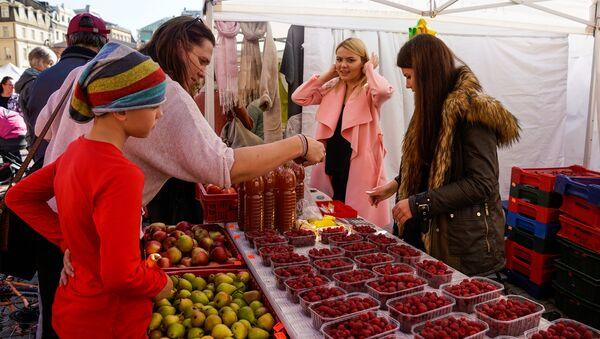 Латвийские ягоды и фрукты на Празднике урожая - Sputnik Латвия