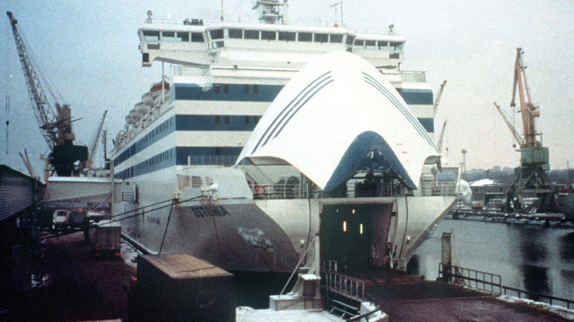 Паром Эстония в порту Стокгольма - Sputnik Латвия, 1920, 08.09.2021