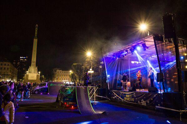 Ночной заезд на улице Валдемара в Риге 30 сентября 2017 года - Sputnik Латвия