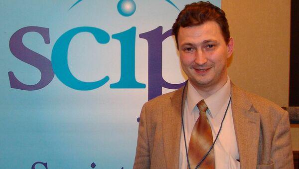 профессор Уральского государственного экономического университета Евгений Ющук - Sputnik Латвия