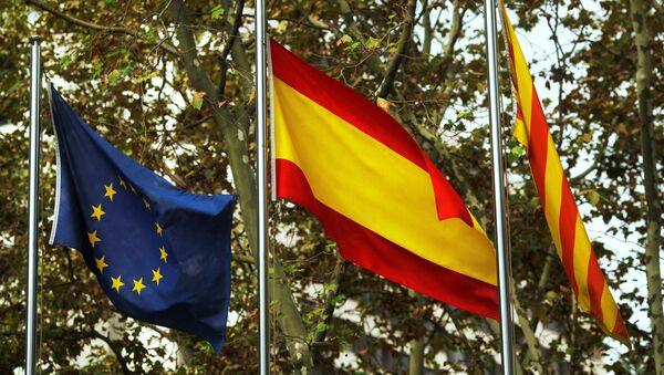 Флаги ЕС, Испании и Каталонии - Sputnik Латвия
