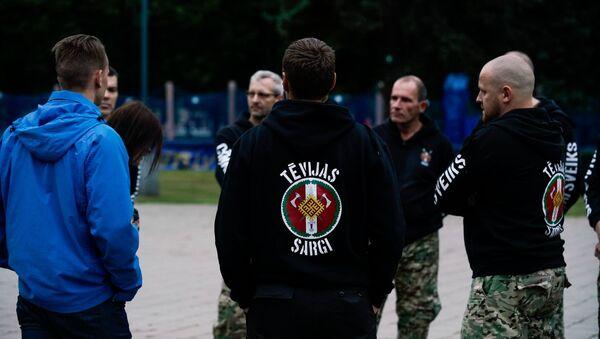 Члены радикальной националистической группировки Tēvijas sargi (Стражи Отечества) - Sputnik Латвия