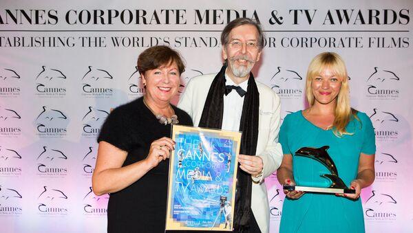 Председатель РБРТ Вита Ермоловича (справа), директор Cannes Corporate Media&TV Award Александр Кэммель и руководитель проектов Live Riga Иева Ласмане - Sputnik Латвия