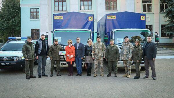Волонтерские организации из Латвии передали гуманитарный груз жителям Донбасса - Sputnik Латвия