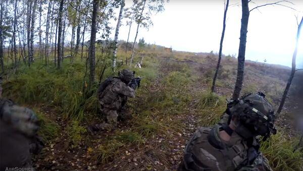 Воздушные десантники США тренируются на учениях в Латвии - Sputnik Латвия