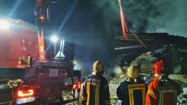 На месте взрыва жилого дома на территории садоводческого кооператива VEF Biķernieki в Саулкрасты - Sputnik Латвия