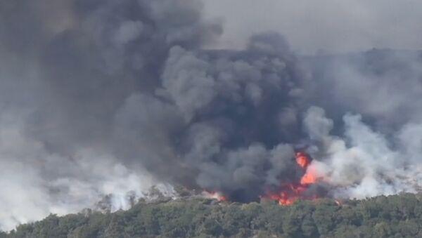 Съемка с воздуха природного пожара в Калифорнии - Sputnik Латвия