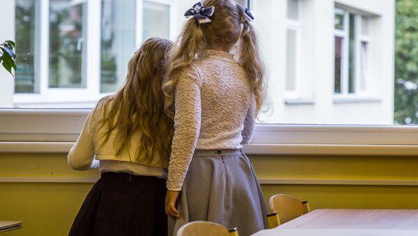 Девочки в школе - Sputnik Латвия