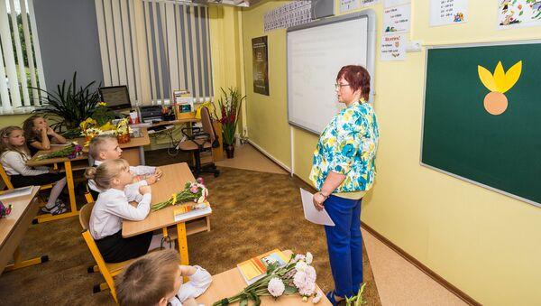 Pedagogs mācību stundā - Sputnik Latvija
