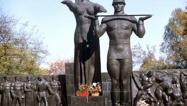 Монумент боевой Славы в городе Львове - Sputnik Латвия