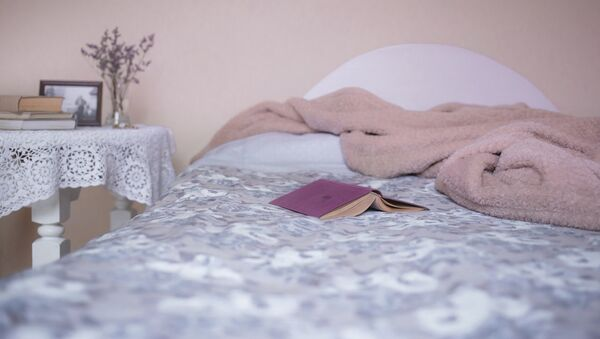 Книга на кровати - Sputnik Латвия