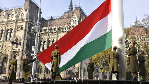 Поднятие национального флага Венгрии в Будапеште - Sputnik Latvija