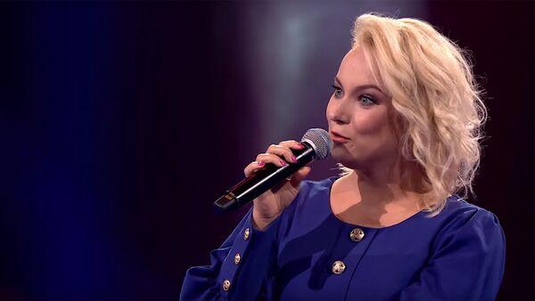 Dziedātāja no Latvijas apsteigusi vokālistu no ASV šovā Balss Polijā - Sputnik Latvija