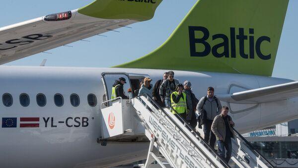 Самолет Bombardier CS300 латвийской авиакомпании airBaltic - Sputnik Латвия