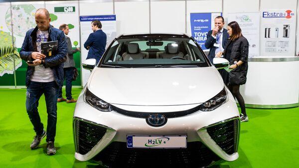 Ūdeņraža šūnu sistēmas automobilis - Sputnik Latvija