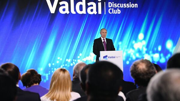 Президент РФ В. Путин принял участие в итоговой сессии Международного дискуссионного клуба Валдай - Sputnik Latvija