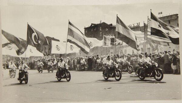 Фестиваль молодежи и студентов 1957 года в Москве в объективе Вильберта Веберга. Экспозиция Музея Москвы - Sputnik Латвия