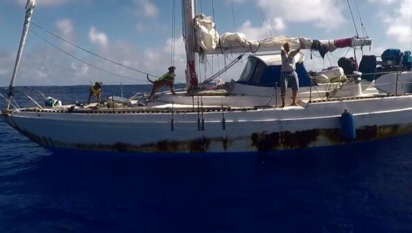 Спасение американок, пять месяцев дрейфовавших на яхте в Тихом океане - Sputnik Latvija