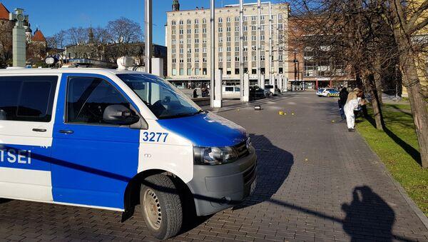 Policija apšaudes notikuma vietā Brīvības laukumā, Tallinā - Sputnik Latvija