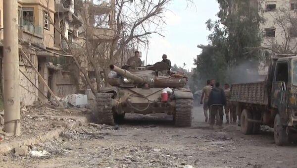 Сирийская армия полностью освободила Дейр-эз-Зор - Sputnik Латвия