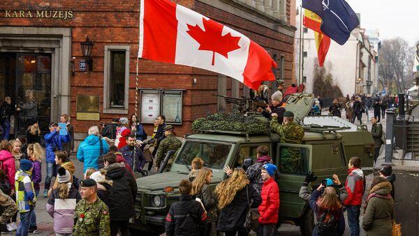 Выставка вооружения стран-участниц миссии НАТО в Латвии - Sputnik Латвия