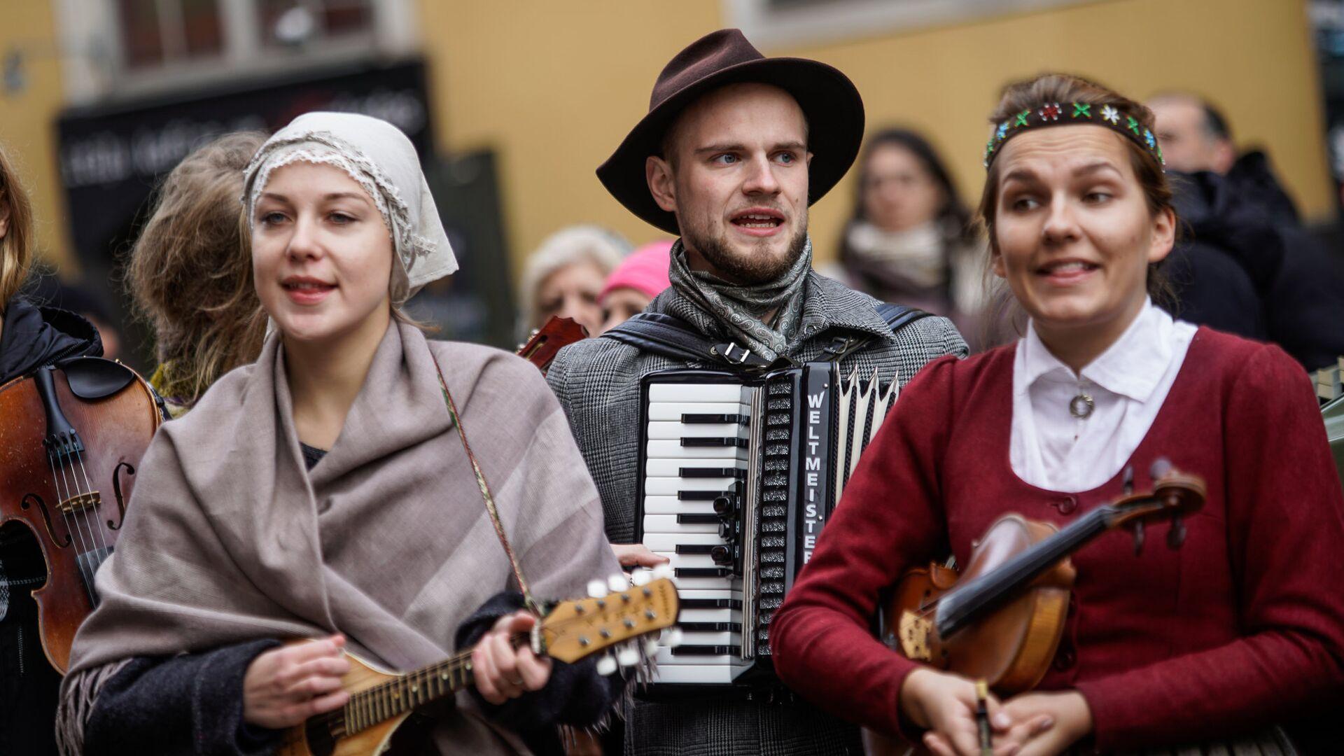 Латыши в национальных костюмах - Sputnik Латвия, 1920, 01.09.2021