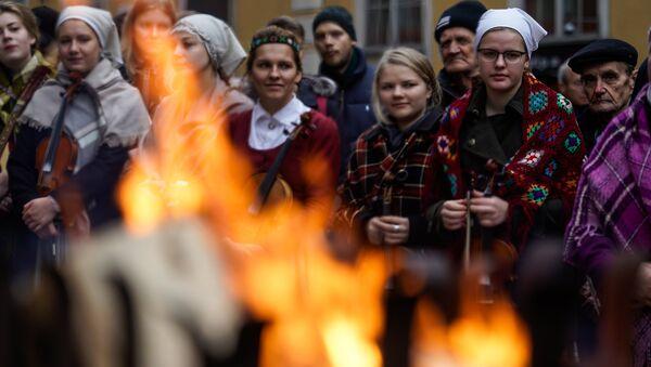 Латыши в национальных костюмах - Sputnik Латвия
