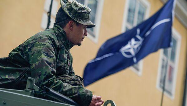 Военный НАТО в Риге - Sputnik Latvija