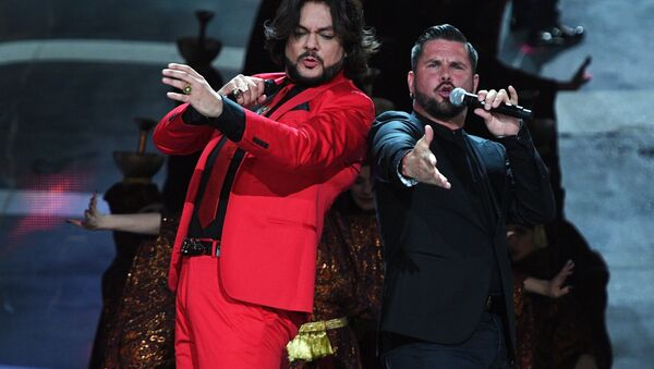 Певцы Филипп Киркоров и Интарс Бусулис (справа) выступают на фестивале Новая Волна 2017 в Сочи - Sputnik Латвия