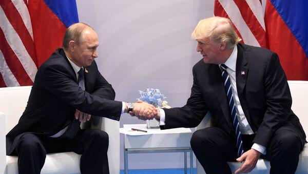 Krievijas prezidents Vladimirs Putins un ASV vadītājs Donalds Tramps - Sputnik Latvija