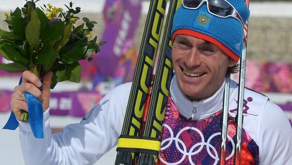 Максим Вылегжанин (Россия), завоевавший серебряную медаль в масс-старте на соревнованиях по лыжным гонкам среди мужчин на XXII зимних Олимпийских играх в Сочи - Sputnik Латвия