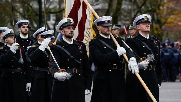 Латвийские моряки на параде в день Лачплесиса у Памятника Свободы - Sputnik Latvija