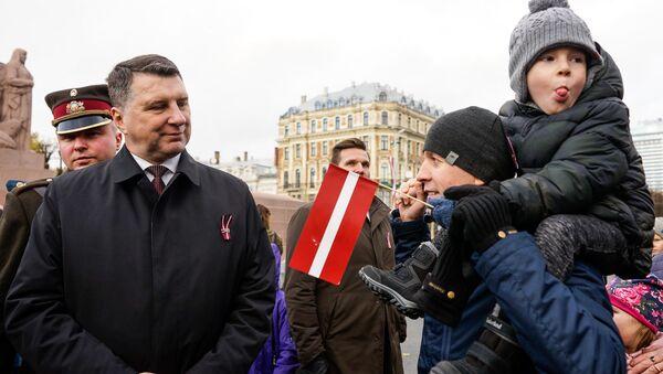 Раймондс Вейонис общается с латвийцами - Sputnik Латвия
