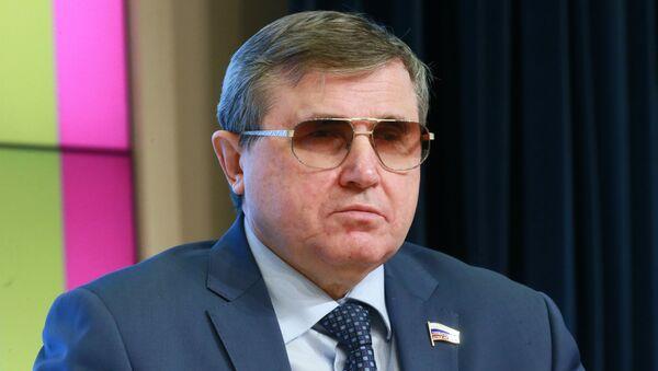 Первый заместитель председателя комитета Государственной Думы РФ по образованию и науке Олег Смолин - Sputnik Латвия